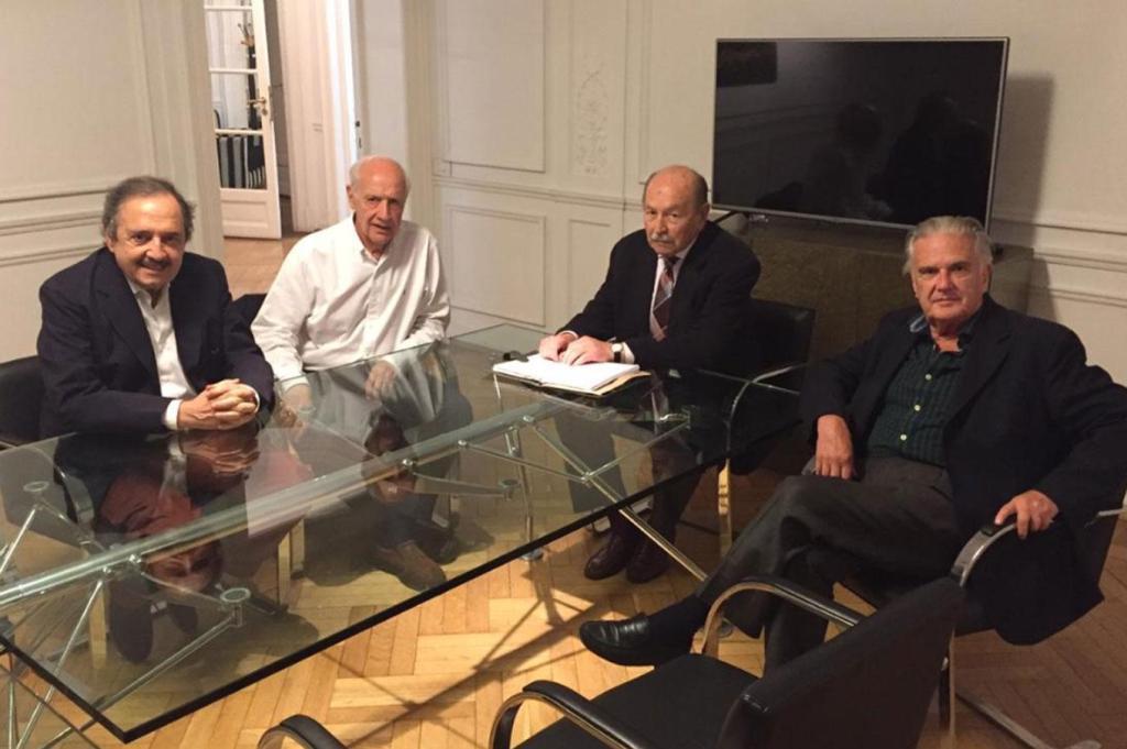 """Radicales de pie, Casella, Alfonsín, Storani, Cimadevilla y Sappia, quieren salir de """"la grieta"""" con Lavagna […]"""