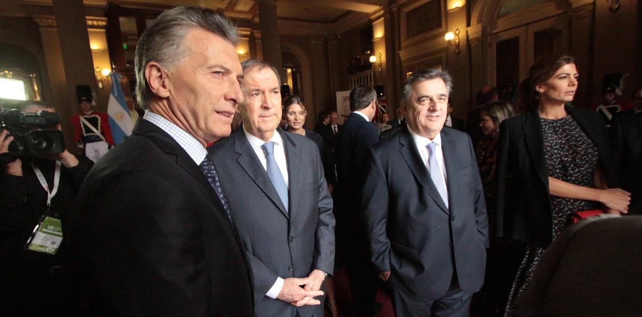 Negri y Schiaretti, amigos de Macri, se pelean por la lista de diputados