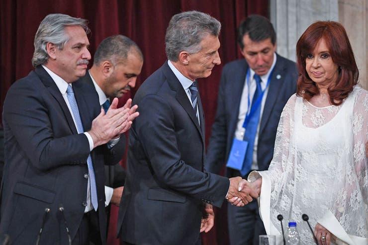 Cristina saludó a Macri con frialdad y sin mirarlo