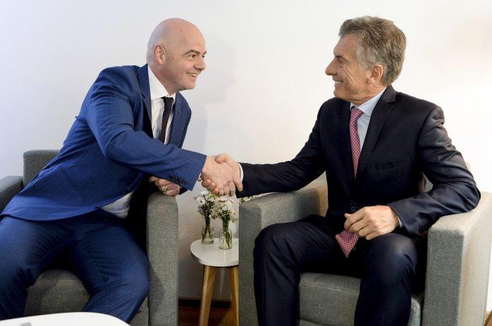 Controversia por la designación de Macri al  frente de la Fundación FIFA